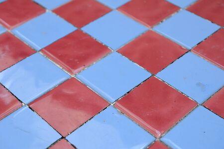 tablero de ajedrez: tablero de ajedrez de cerámica para el fondo web.