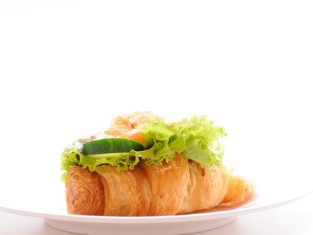 ham cheese: Croissant de jam�n queso en un plato.