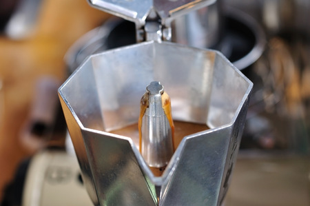 Clásico, italiano, café, pote, ebullición, estufa Foto de archivo - 69107582