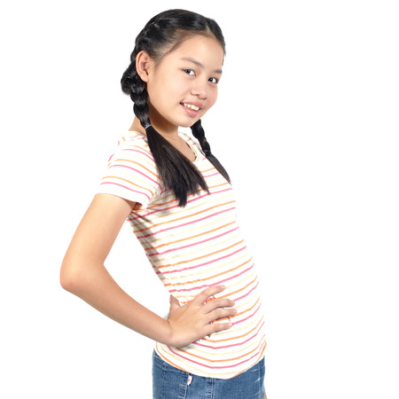Perfil de post Asia niña de 12 años en el fondo blanco. Foto de archivo - 70042084