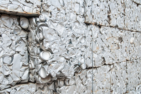 リサイクルのキューブは、大きな壁にスタックを手配できます。 生ごみリサイクルを壁します。