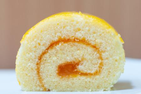 Orange cake roll, desert butter cake with orange jam.  Type of bakery. Banque d'images
