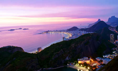 리우 데 자네이루의 보타 포고와 코파카바나 해변의 야경 스톡 콘텐츠