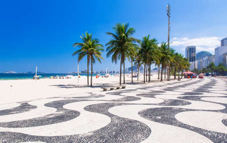 praia: View of Copacabana beach with palms and mosaic of sidewalk in Rio de Janeiro