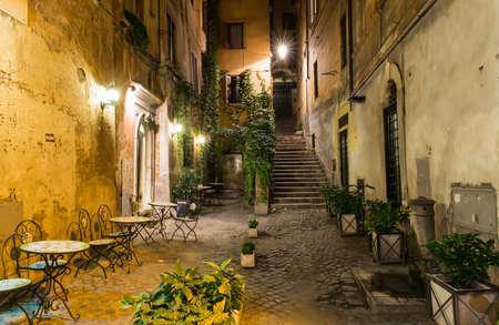 Oude binnenplaats in Rome, Italië Stockfoto