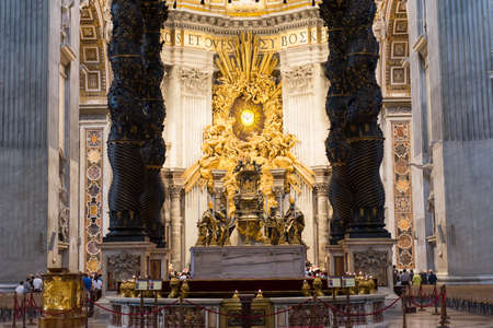 st  peter s  basilica: Altar of the St  Peter s Basilica in Rome, Italy