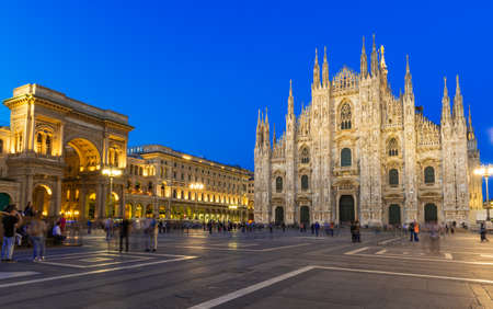Night view of Milan Cathedral (Duomo di Milano) in Milan, Italy 스톡 콘텐츠