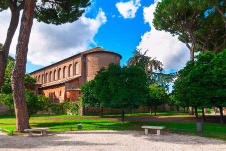 giardino: Orange Garden (Parco Savello Giardino degli Aranci) on the Aventine Hill in Rome. Italy