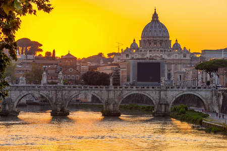 tevere: Sunset view of Basilica St Peter, bridge Sant Angelo and river Tiber in Rome. Italy