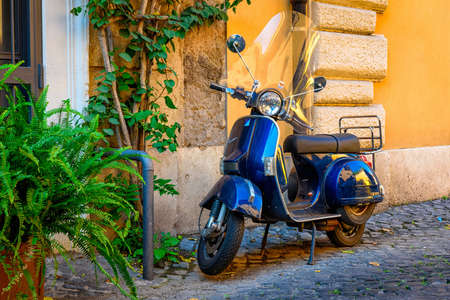 coche antiguo: Rome, Italy - October 4, 2016: Old Vespa scooter parked on old street in Rome, Italy