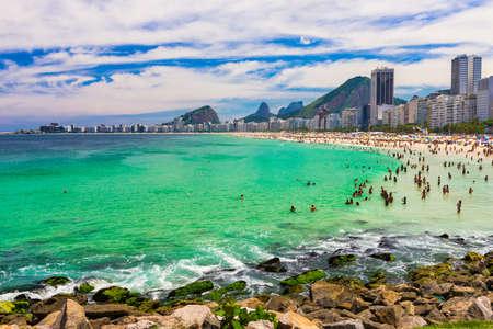 orla: Copacabana beach in Rio de Janeiro, Brazil