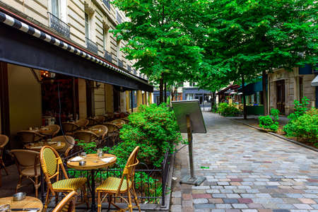 Cozy street with tables of cafe in Paris, France Archivio Fotografico