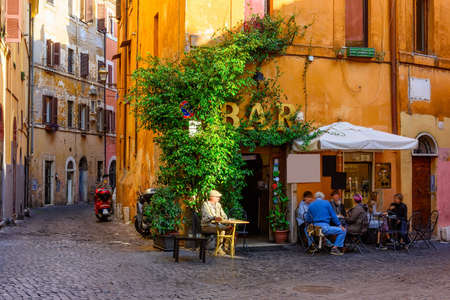 Cozy old street in Trastevere in Rome, Italy 免版税图像 - 91040749