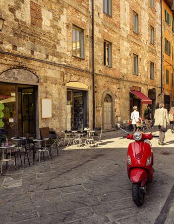피사, 투 스 카 니에서 좁은 아늑한 거리. 이탈리아