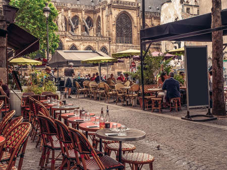 Cozy street with tables of cafe in Paris, France Imagens