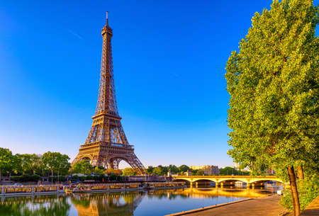 View of Eiffel Tower and river Seine at sunrise in Paris, France. Eiffel Tower is one of the most iconic landmarks of Paris Stockfoto