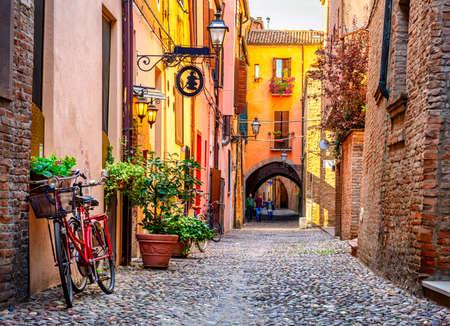Cozy narrow street in Ferrara, Emilia-Romagna, Italy. Ferrara is capital of the Province of Ferrara Stockfoto