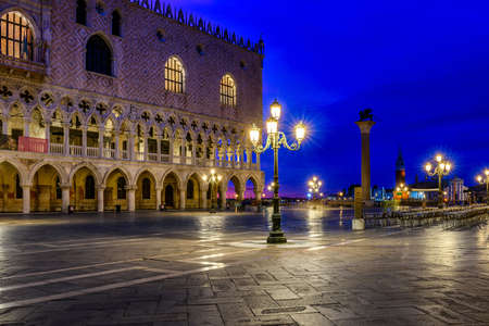 View of piazza San Marco, Doge's Palace (Palazzo Ducale) in Venice, Italy. Architecture and landmark of Venice. Night cityscape of Venice. Фото со стока