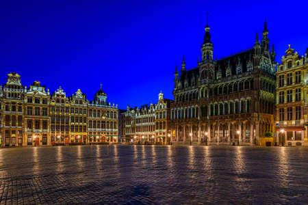 Grand Place (Grote Markt) avec Maison du Roi (King's House ou Breadhouse) à Bruxelles, Belgique. La Grand Place est une destination touristique importante à Bruxelles. Paysage urbain de Bruxelles. Banque d'images