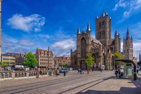 Medieval city of Gent (Ghent) in Flanders with Saint Nicholas Church and Korenmarkt square, Belgium. Sunny cityscape of Ghent. Sunny cityscape of Ghent. Banque d'images