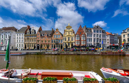 View of Korenlei quay and Leie river in the historic city center in Ghent (Gent), Belgium. Architecture and landmark of Ghent. Sunny cityscape of Ghent. Zdjęcie Seryjne