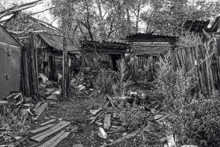 lejano oriente: Slum casa de madera de la aldea distante, Lejano Oriente, Rusia