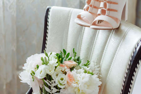 bouquet of the bride, beige shoes, accessories of the bride. The wedding morning 스톡 콘텐츠