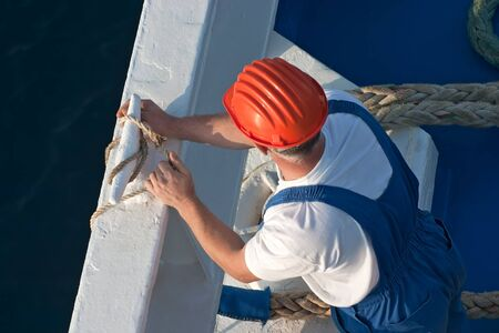 cruis: Seaman working on a cruise ship.