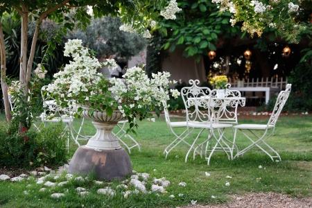 home garden: White table and chairs in beautiful garden  Stock Photo