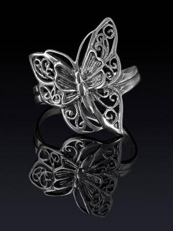 donna farfalla: Anello in argento a forma di farfalla con la riflessione
