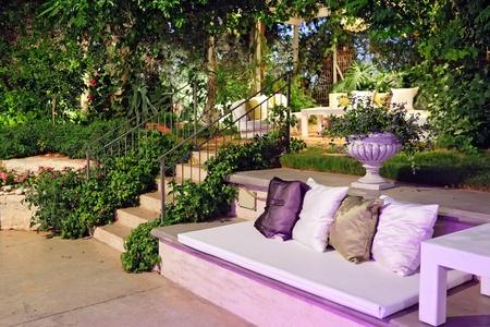 Ambiance romantique dans la soir�e sur la terrasse � la noce photo