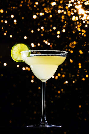 Classic daiquiri on the dark background with festive holiday bokeh.  Luxury craft drink concept. Vertical Standard-Bild - 122380316