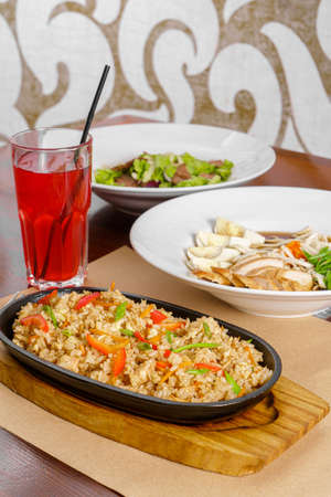 business menu Combo set dinner, Three-course dinner, rice with chicken and vegetables in a pan, salad with meat and lettuce, fo bo soup, fruit drink Imagens
