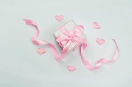 beautiful decor gift box surprise with pink tied bow and ribbons with hearts for Valentine's Day Stockfoto