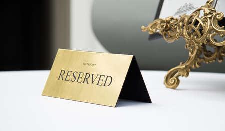 予約登録、予約。テーブル。ベージュ 写真素材