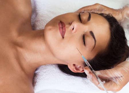 Mooie vrouw krijgt injecties. Cosmetologie. Beauty Gezicht Stockfoto