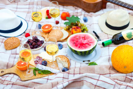 Summer Picnic Basket on the Green Grass in italian garden. Food and drink concept. Friends Party time Фото со стока