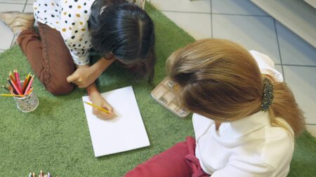 female psychologist conducts diagnostics for teenage girl, projective drawing method. back to school, learning problems concept Banque d'images - 131666230