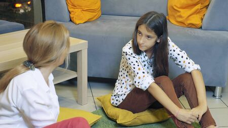 A woman psychologist conducts a psychological consultation with a teenage girl. back to school, learning problems concept Banque d'images - 131666244