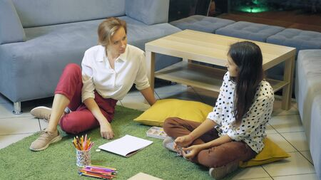 female psychologist conducts diagnostics for teenage girl, projective drawing method. back to school, learning problems concept Banque d'images - 131666266