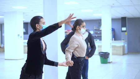 ballroom dancers wearing medical masks rehearse before the performance. covid 19 版權商用圖片
