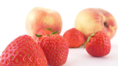 extremely close-up, detailed. ripe peaches and strawberries on white background 版權商用圖片