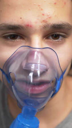 oxygen mask on the face of a guy lying on a bed in a hospital Reklamní fotografie