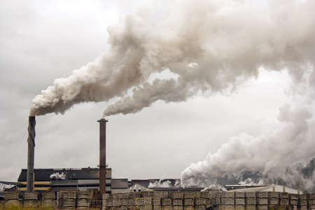 một nhà máy đường gây ô nhiễm không khí