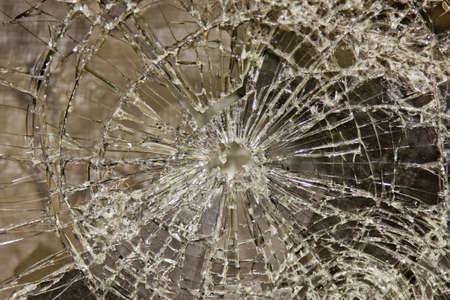 ventana rota: vidrio roto, pero unidas con pel�cula de seguridad Foto de archivo