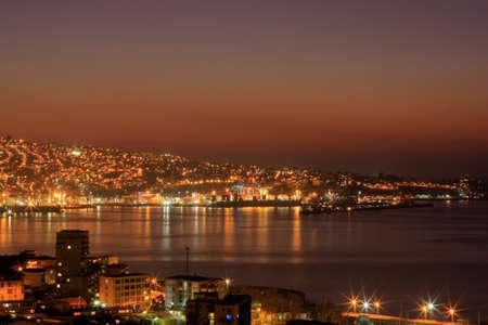america del sur: Sunset Valparaíso en América del Sur, cerca de Santiago