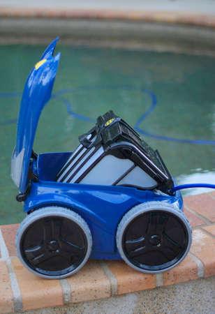 filtración: conseguir limpiador de piscina listo para limpiar la piscina