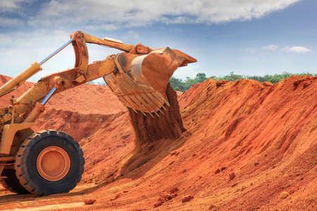 Een enorme buldozer in de baipietmijn van Weipa Stockfoto - 84324657