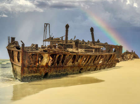 The Maheno was washed ashore on to Fraser Island by a cyclone in 1935 where the disintegrating wreck remains as a popular tourist attraction 免版税图像
