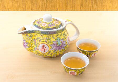 chinese tea pot: China Tea Pot Set con dos Tea Cup Peque�o Foto de archivo
